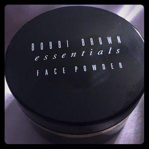 BOBBI BROWN Face Powder PALE YELLOW